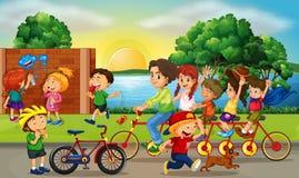 Wegscène met jonge geitjes en familie berijdende fietsen stock illustratie