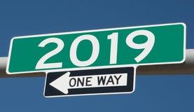 Wegteken met 2019 en ÉÉN MANIER Stock Afbeelding
