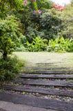 Wegweise zum Garten Lizenzfreie Stockfotos
