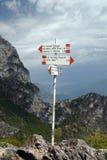 Wegweiser - über ferrata in Italien Stockbilder