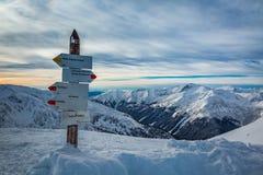 Wegweiser auf einem Gebirgspfad im Winter, Kasprowy Wierch Lizenzfreie Stockfotografie