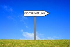 Wegweiser, der Digitalisierungsdeutsches zeigt lizenzfreie stockfotografie