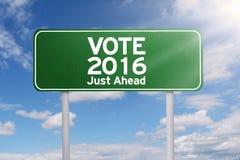Wegweiser mit Abstimmung 2016 gerade voran Lizenzfreie Stockbilder