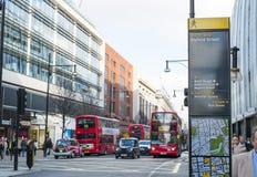 Wegweiserbeitrag in Oxford-Straße Stockfoto