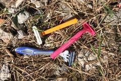 Wegwerfbare Plastikrasiermesser stockbilder