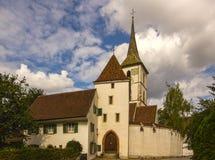 Wehrkirche von St. Arbogast im Dorf Muttenz Stockbilder