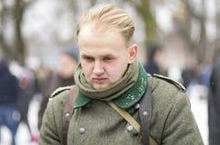 Wehrmacht的德国士兵没有一个帽子的,有下垂的头的 免版税库存照片