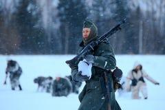 Wehrmacht machine-artillerist in de sneeuwstorm Stock Fotografie