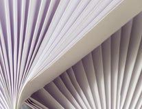 Weiß auf weißer gefalteter Diagonale stockbilder