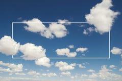 Weiß bewölkt Himmel-Blau Cloudscape-Sommer-Tageskonzept Lizenzfreie Stockfotografie