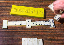 Weiß entbeint Dominospiel Stockbilder