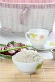 Weiß gedämpfter Reis in der weißen runden Schüssel Stockbilder