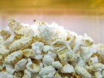 Weiß geknallte Reishintergrundbeschaffenheit Stockfoto