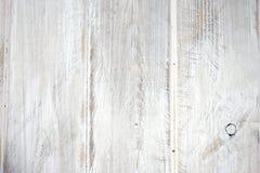 Weiß gemalte hölzerne Bretter in Folge Stockbild