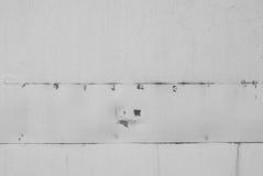 Weiß gemalte Metallhintergrundnahaufnahme Stockfotografie