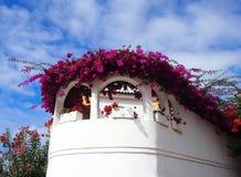 Weiß malte Haus in Orotava Teneriffa mit Bogenfenstern groß stockbild