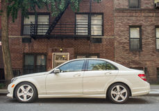 Weiß Mercedes 2010-2013 E350 - Lizenzfreie Stockbilder