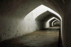 Weiß-schwarzer Tunnel Lizenzfreies Stockfoto
