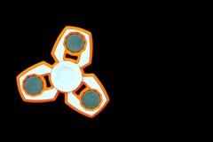 Weiß und orange Unruhe SPINNER-Druckentlastungsspielzeug an lokalisiert Stockfotografie