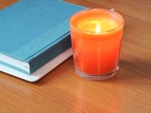 Weißbücher sind auf dem Tisch im Büro Lizenzfreie Stockfotos