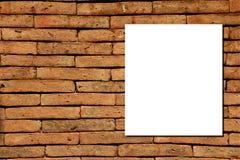 Weißbuch auf Backsteinmauer Lizenzfreies Stockbild