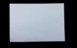Weißbuch auf schwarzem Hintergrund Lizenzfreie Stockfotos