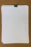Weißbuch mit Klipp Stockfotos