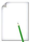 Weißbuch und farbiger Bleistift getrennt auf Weiß Stockbild