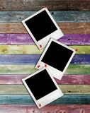 WeißbuchBilderrahmen auf multi Farbenwand Lizenzfreies Stockbild