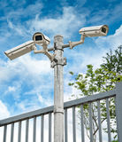 Weiße Überwachungskamera-Gruppe Lizenzfreies Stockfoto