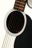 Weiße Akustikgitarre Lizenzfreie Stockfotos