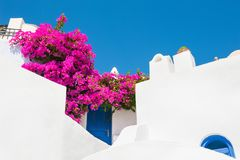 Weiße Architektur auf Santorini-Insel, Griechenland stockfotografie