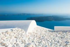Weiße Architektur auf Santorini-Insel, Griechenland stockbild