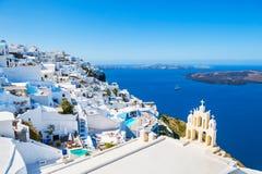 Weiße Architektur auf Santorini-Insel, Griechenland lizenzfreies stockfoto