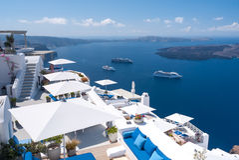Weiße Architektur auf Santorini-Insel, Griechenland Stockfotos