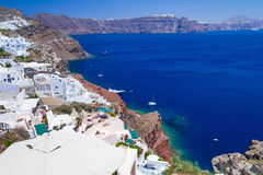 Weiße Architektur von Oia-Stadt auf Santorini-Insel Lizenzfreie Stockfotos