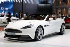 Weiße Aston Martin-Reihen besiegen Stockbilder
