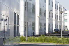 Weiße Bürogebäude Stockbild
