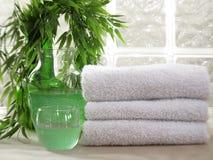 Weiße Badekurort-Tücher Stockbild