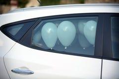 Weiße Ballone in einem Hochzeitstag Lizenzfreies Stockbild