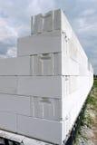 Weiße Blockwand Stockbild