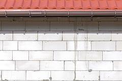 Weiße Blockziegelsteine eines eben gebauten Hauses Stockbilder