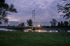 Weiße Brücke bei Sonnenaufgang Stockfotografie