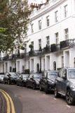 Weiße britische Häuser Lizenzfreie Stockfotos