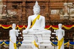Weiße Buddha-Statue Lizenzfreie Stockbilder