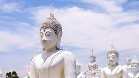 Weiße Buddha-Statue Lizenzfreie Stockfotos