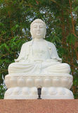 Weiße Buddha-Statue Meditation der chinesischen Art Lizenzfreie Stockfotografie