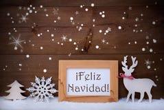 Weiße Dekoration auf Schnee, Feliz Navidad Means Merry Christmas Lizenzfreies Stockbild