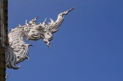 Weiße Dracheskulptur, Thailand stockbilder