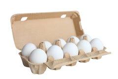 Weiße Eier in einem Kasten für Eier Lizenzfreie Stockfotos